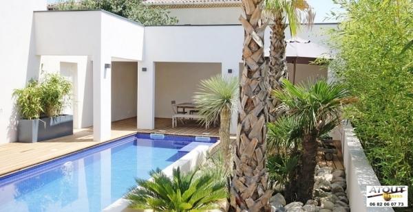 Cr ation d 39 un espace piscine proche avignon archives for Piscine les angles