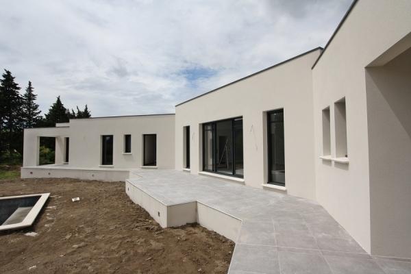 villa individuelle contemporaine l 39 ile sur la sorgues 84. Black Bedroom Furniture Sets. Home Design Ideas