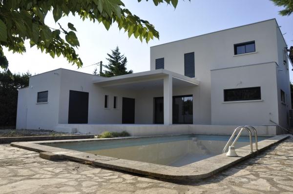 Maison moderne rochefort du gard offrant 3 chambres for Maison moderne gard